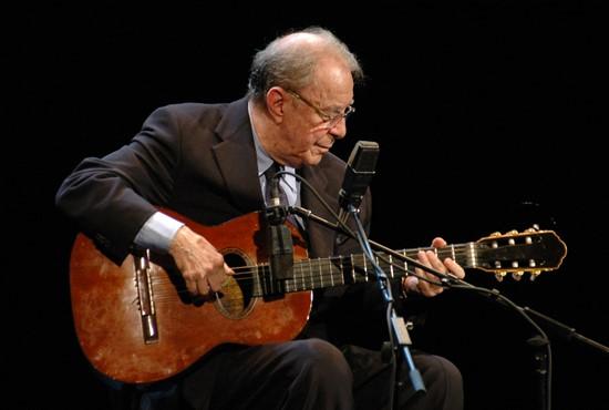 João Gilberto em apresentação no Teatro Municipal do Rio de Janeiro, em 03/11/2008 - Foto: Beti Niemeyer